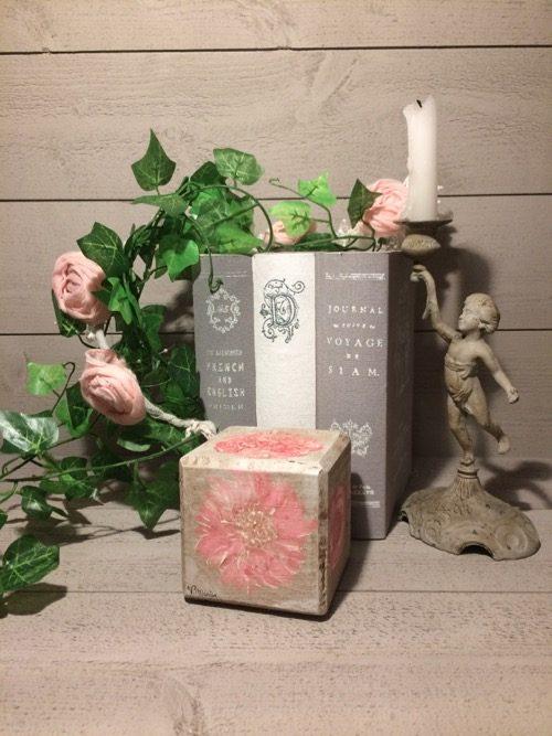 cube-bois-fleurs-peint