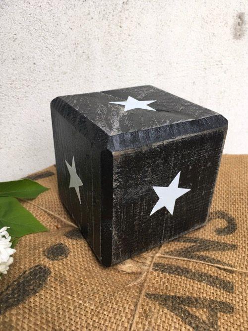 cube en bois noir etoile 2