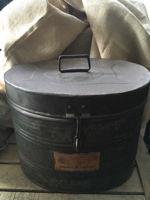 boite ovale essence ancienne métal