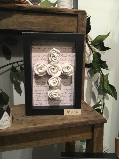 croix roses modelées bondieuserie